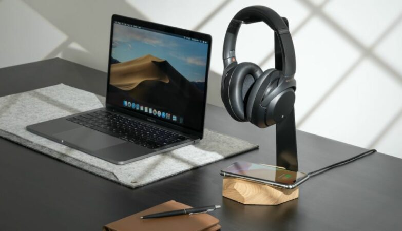 2 in 1 Headphone Stand with Wireless Charger